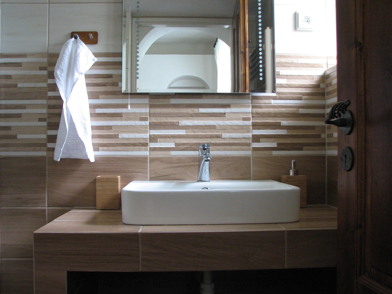 Renovovaná koupelna s tropickým deštěm/Jídelna