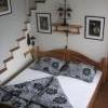 Nostalgie - manželská postel, starožitné lampy